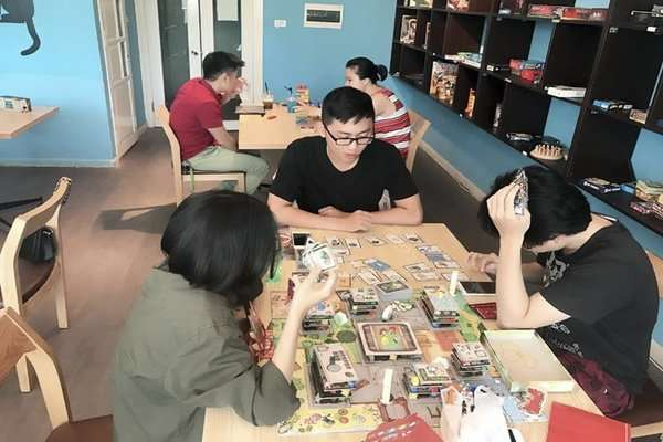 up cafe board game hà nội